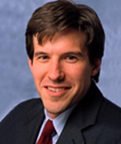 EY - Portrait image Peter Davis