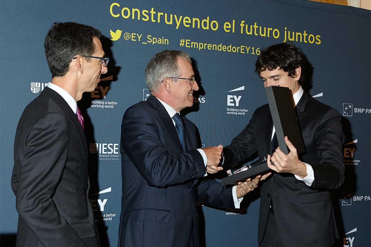 EY - Pablo Burgos, Consejero Delegado de Solarpack; José Galindez, Presidente De Solarpack; Unai Rementeria, Diputado General de Bizkaia