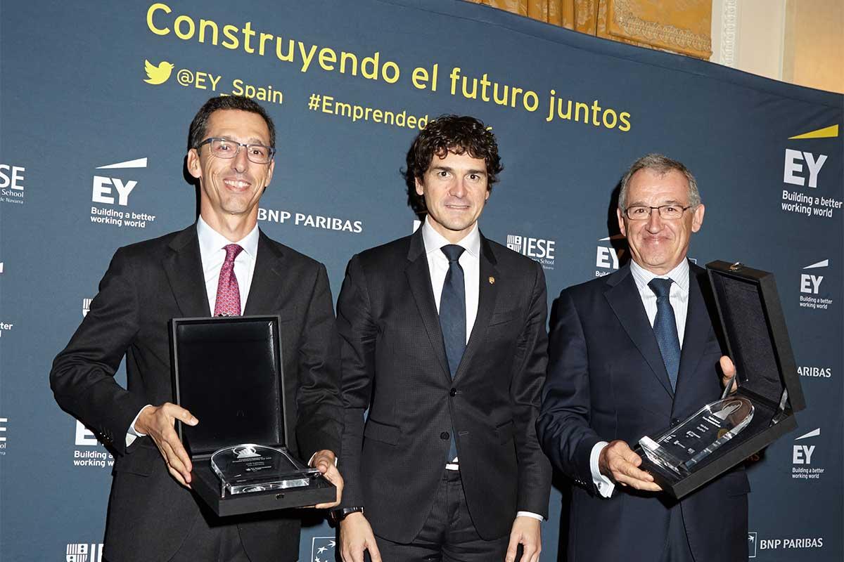 EY - Pablo Burgos, Consejero Delegado de Solarpack; Unai Rementeria, Diputado General de Bizkaia; José Galindez, Presidente De Solarpack