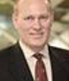 EY - Portrait image of Dennis Deutmeyer